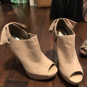 Shoes - Size 7 Heels with Bows